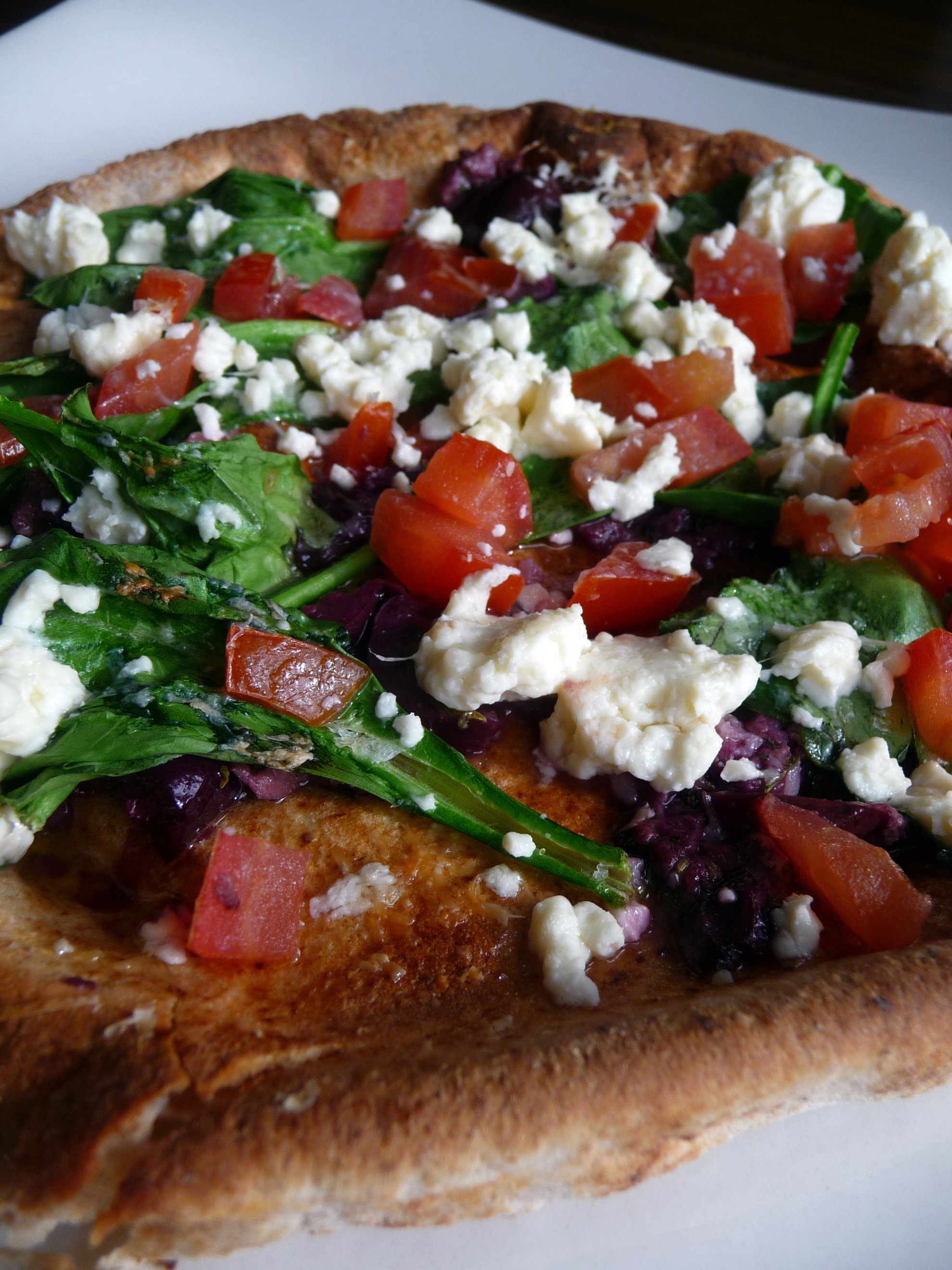 Greek Pita Pizzas | The Hungry Teacher